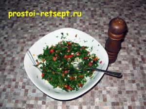 Запеченный картофель: посолить и заправить маслом