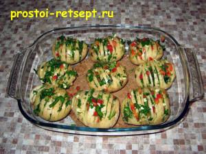 Запеченный картофель: начинить разрезы зеленью
