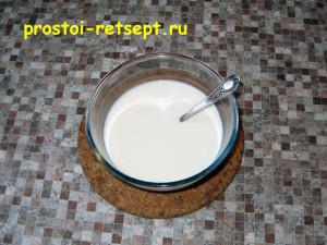 Дрожжевое тесто для пирогов : растворить дрожжи в молоке