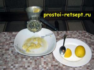 Пирог лимонник: смолоть лимон