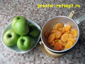 Индейка в духовке: вымыть яблоки и курагу
