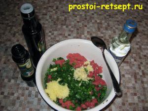 Лепешки на сковороде: добавить к фаршу лук и имбирь