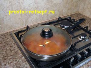 Курица в томатном соусе: тушить 30 минут под крышкой