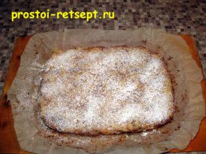 Болгарский яблочный пирог: посыпать сахарной пудрой