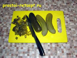 Рецепт винегрета: нарезать соленые огурцы