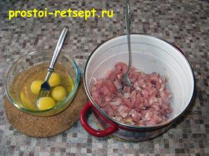Мясо по-албански: добавить яйца