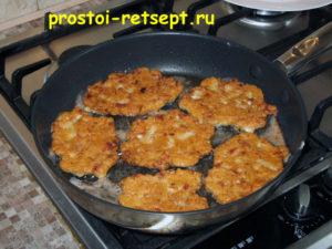 Мясо по-албански: жарить по 4-5 минут с каждой стороны